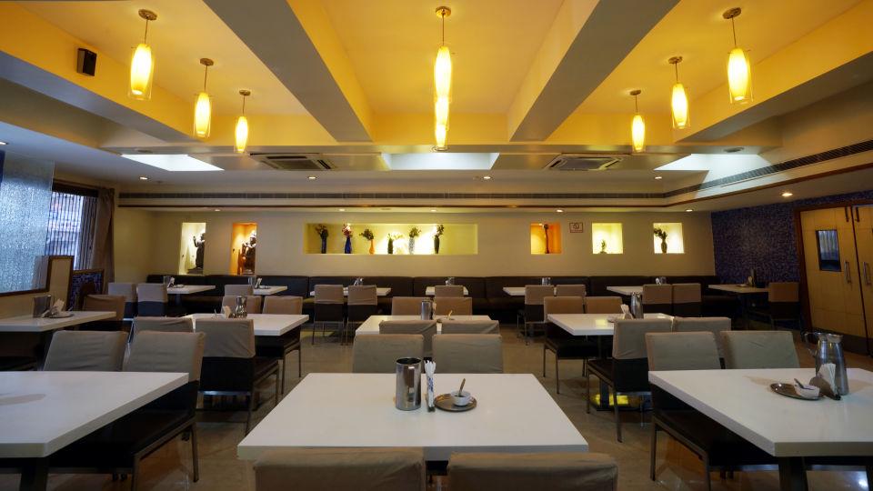 Nagarjuna Veg Restaurant at Hotel Geetha Regency in Guntur 4
