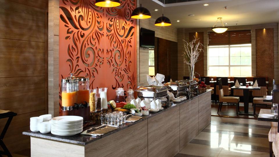 Hotel Nidhivan Sarovar Portico, Mathura Mathura Restaurant -Hotel-Sarovar-Portico -Mathura- 3