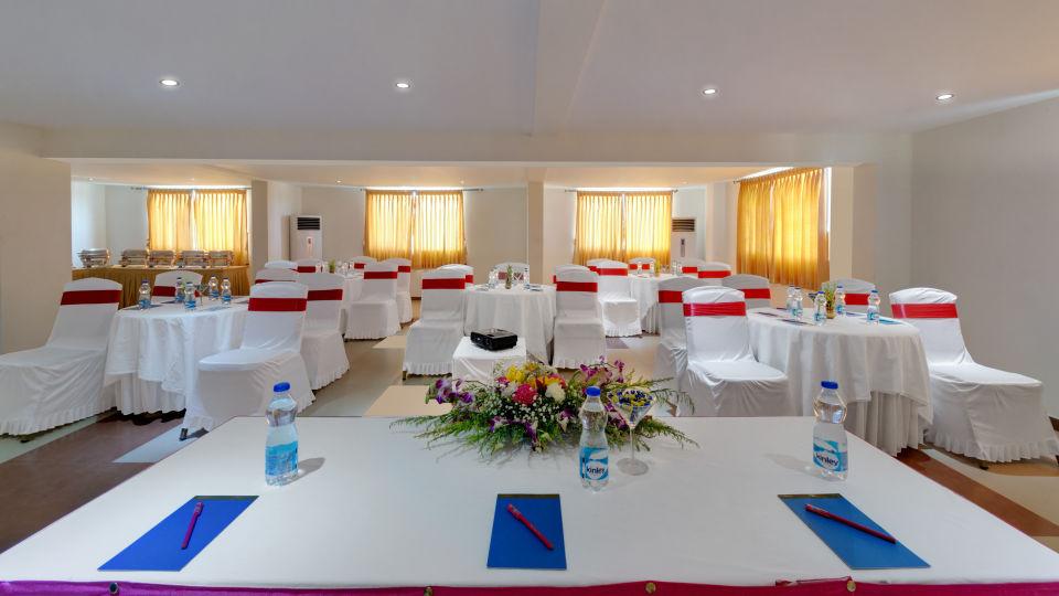 Muthu Mahal in SRM Hotel in Tuticorin, Banquet Hall in Tuticorin