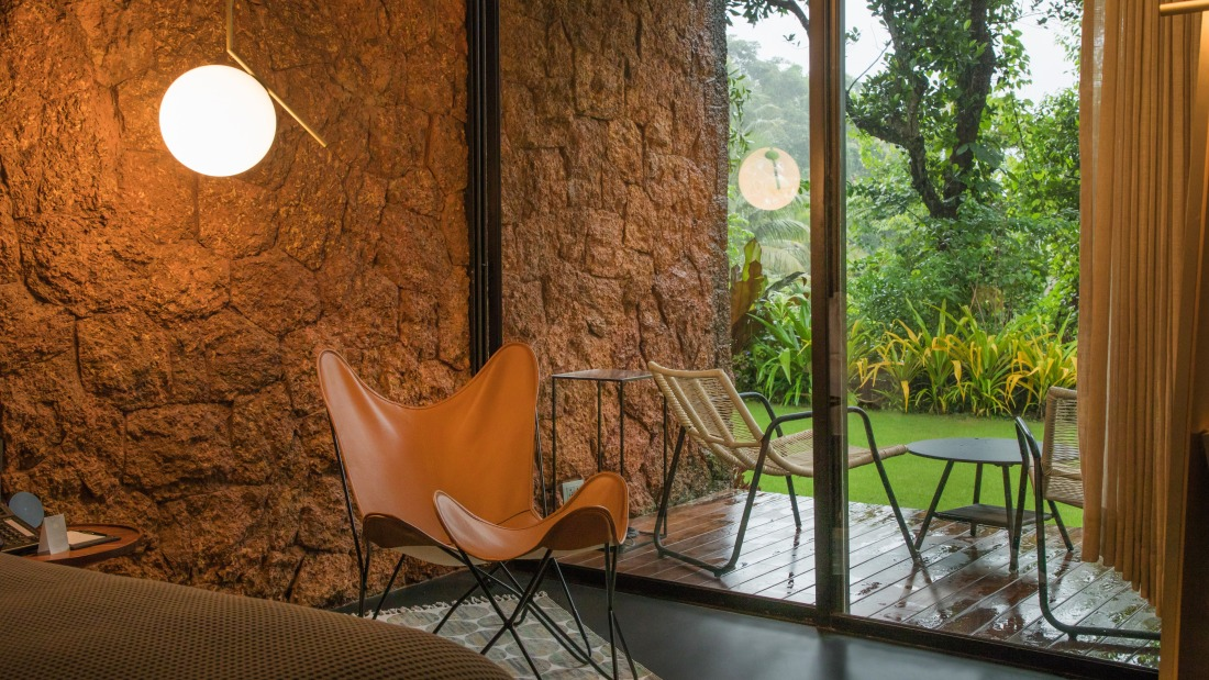 V Two - King Bed, Ensuite - Villa in Palms by V Escapes