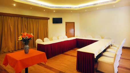 Meeting Point Room Timber Trail Resort Parwanoo