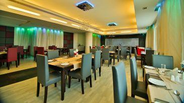Restaurant.1 at Gokulam Park Hotel Convention Centre Cochin
