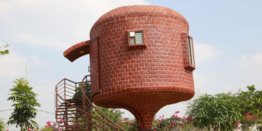 alt-text Shaking Dome House