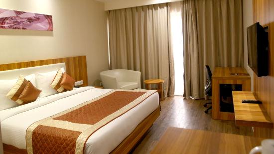 Le ROI Udaipur Hotel Udaipur Premium Golden Room at Le ROI Udaipur Hotel