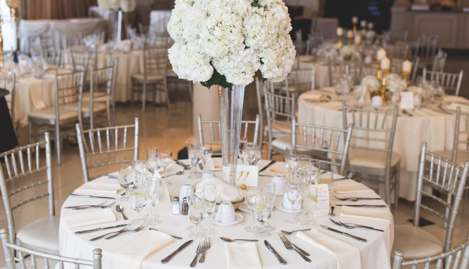 tables-with-flower-decors-2306281