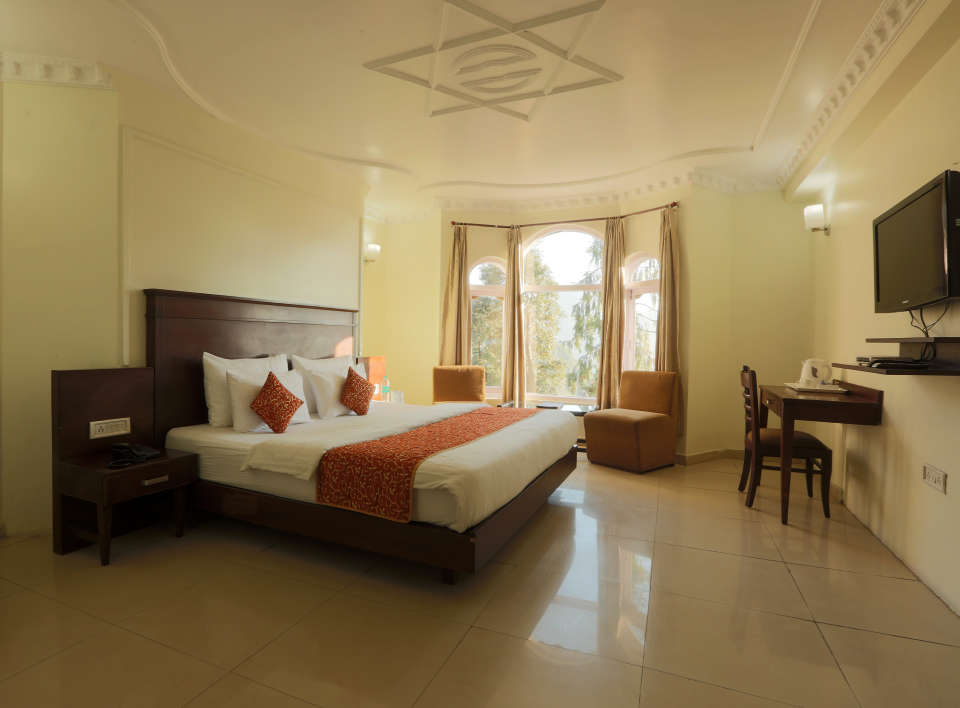 Deluxe Room with garden view at Alps Resort Dalhousie 10