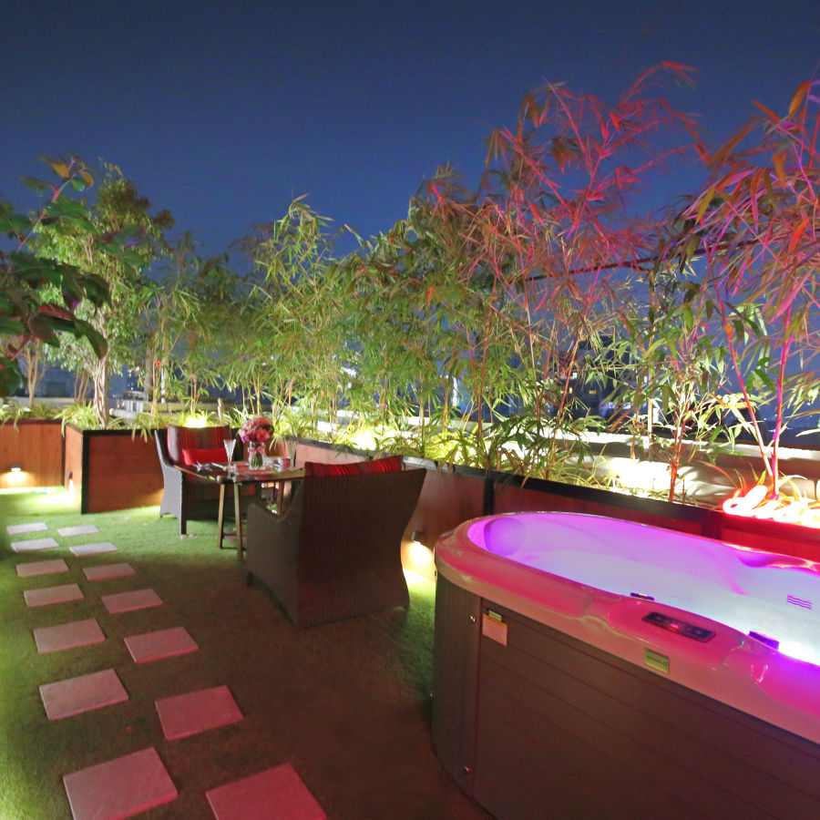 couple's jacuzzi at Theory9 Premium Service Apartments Bandra, couple stay in mumbai 2