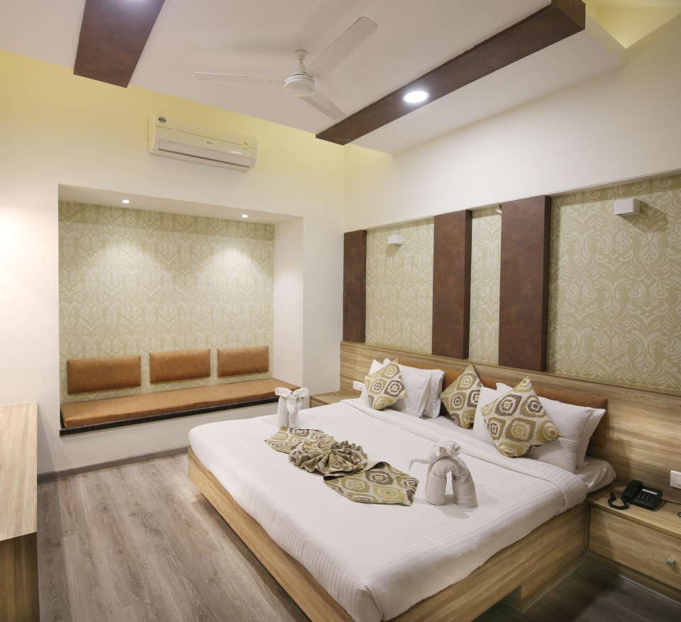 Penthouse Room in Zara s Resort,luxury room in Lonavala 1