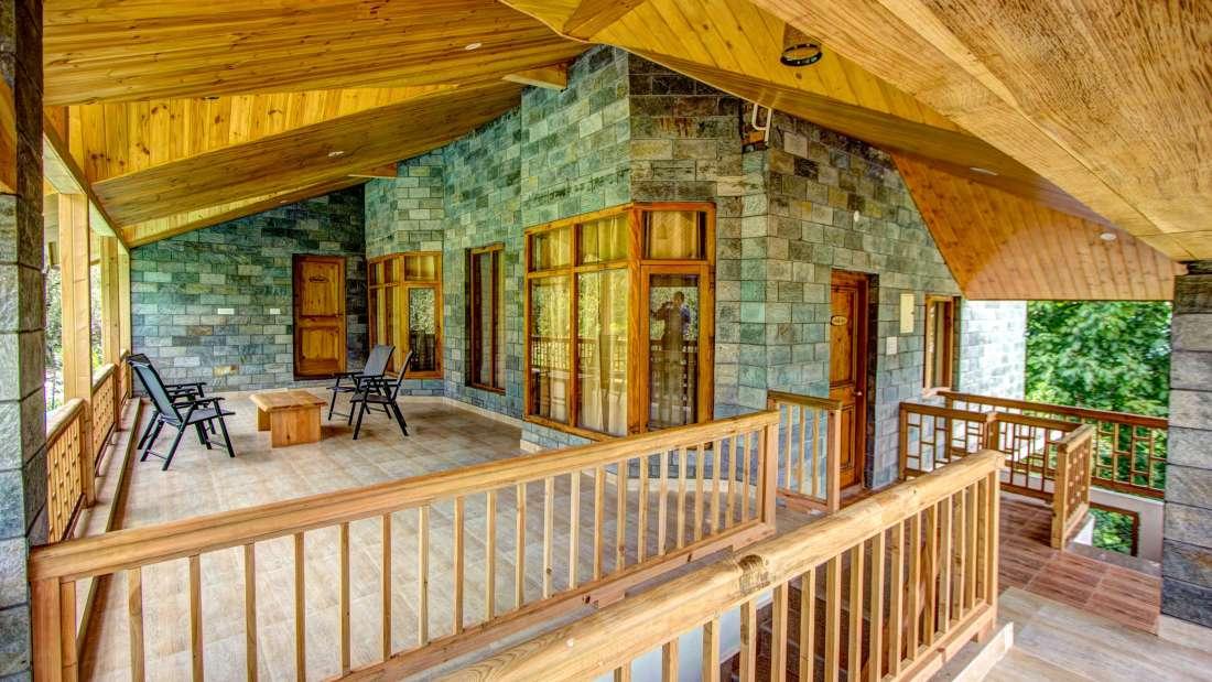 Baragarh Villa Kullu Terrace Baragarh Villa Kullu Himachal Pradesh