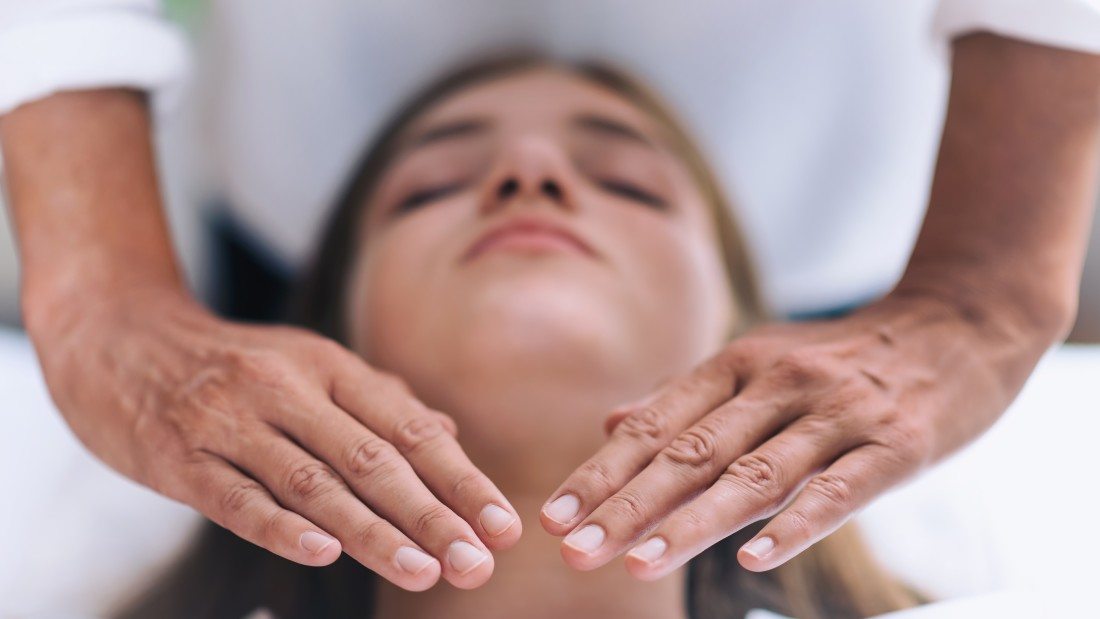 reiki-throat-chakra-healing-treatment-RL2SUHE