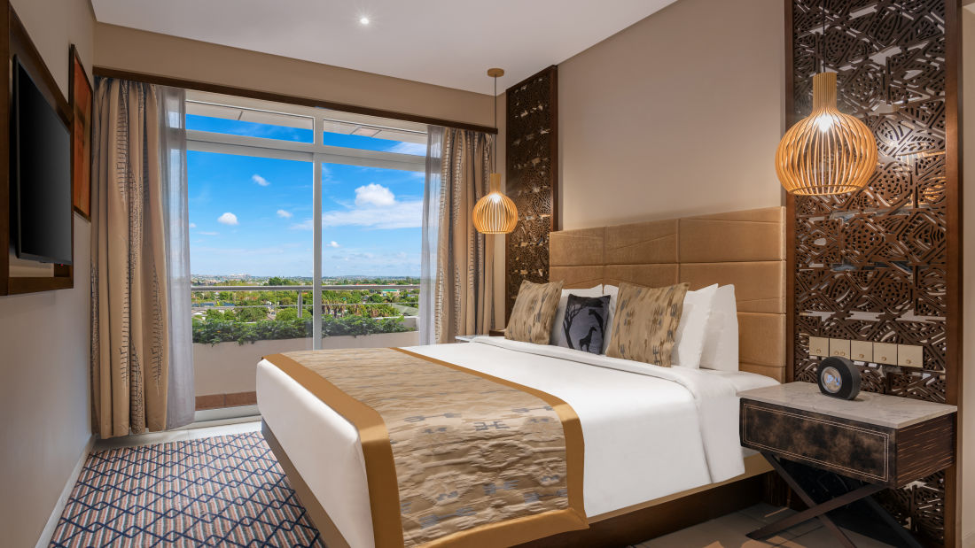 Deluxe Suite - Bedroom by day