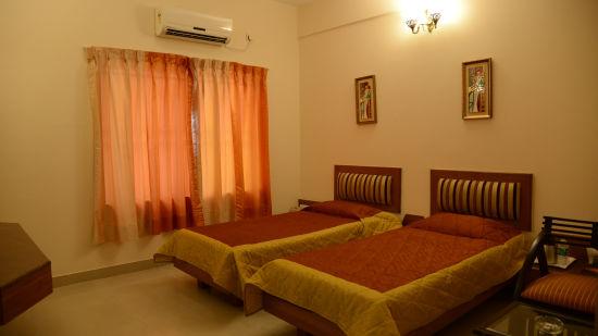 Hotel Pai Vista, KR Road, Bangalore Bangalore Pai Vista KR Road Luxury Hotel Bangalore Comfort Room Twin Bed 5