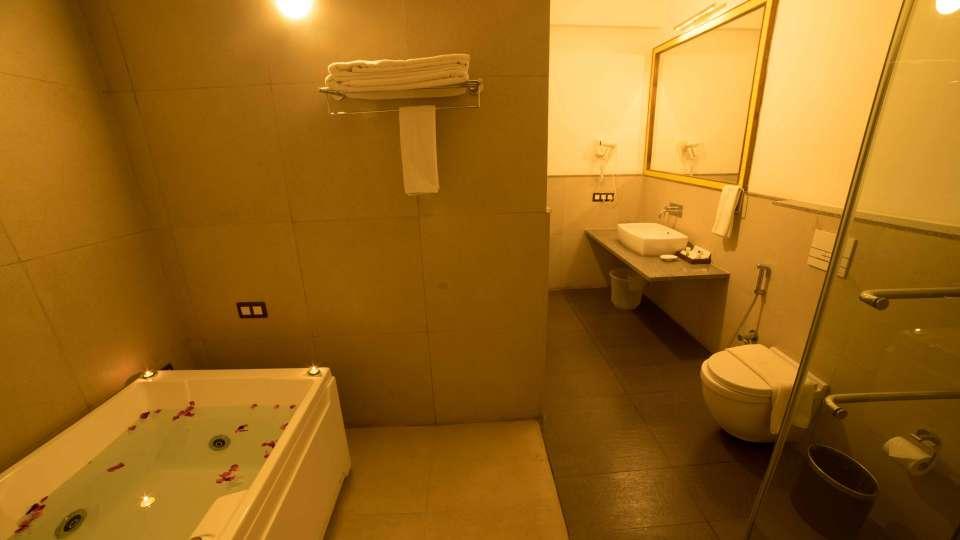 Heritage Resort Hampi Jacuzzi Bath