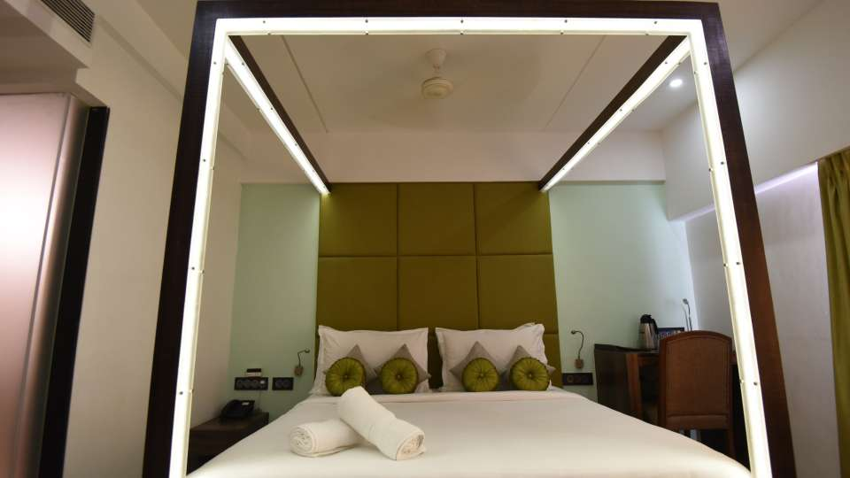 Deluxe Room at VITS Sharanam Hotel Best Hotels in Thane near Eastern Express Highway 4
