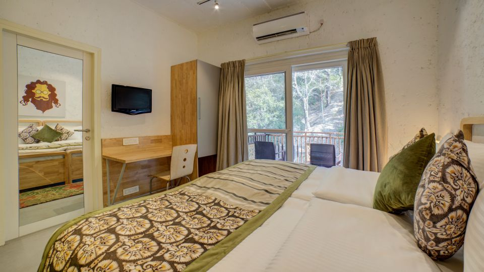 Deluxe Room Facing Forest 2