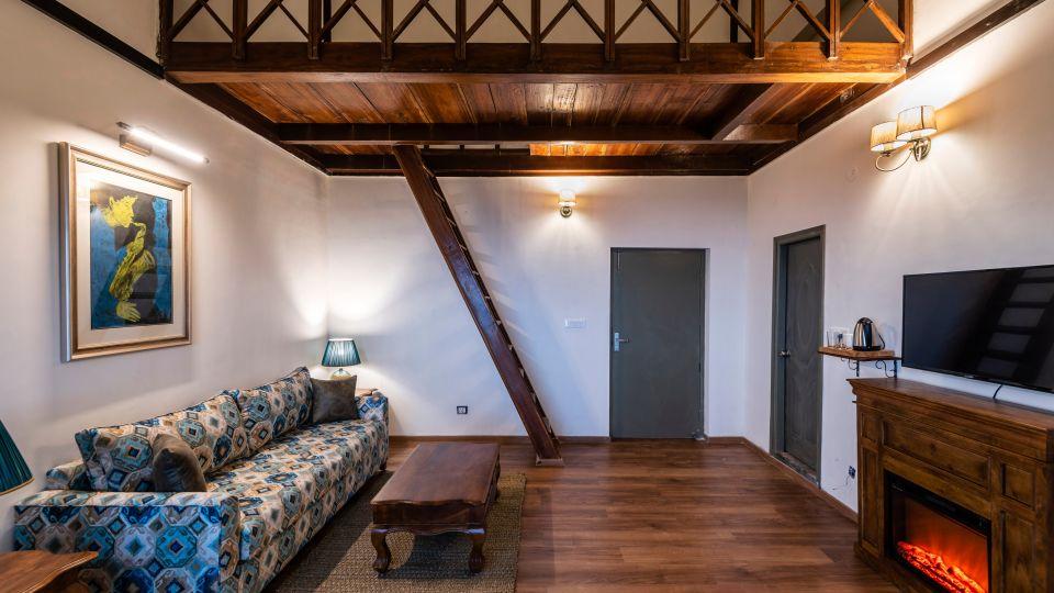LARISA-Villa Living Room1