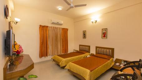 Hotel Pai Vista, KR Road, Bangalore Bangalore Pai Vista KR Road Luxury Hotel Bangalore Comfort Room Twin beds 8