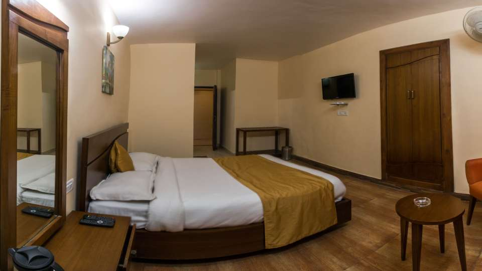 Hotel Himalaya, Nainital Nainital Standard Room. Hotel Himalaya Nainital