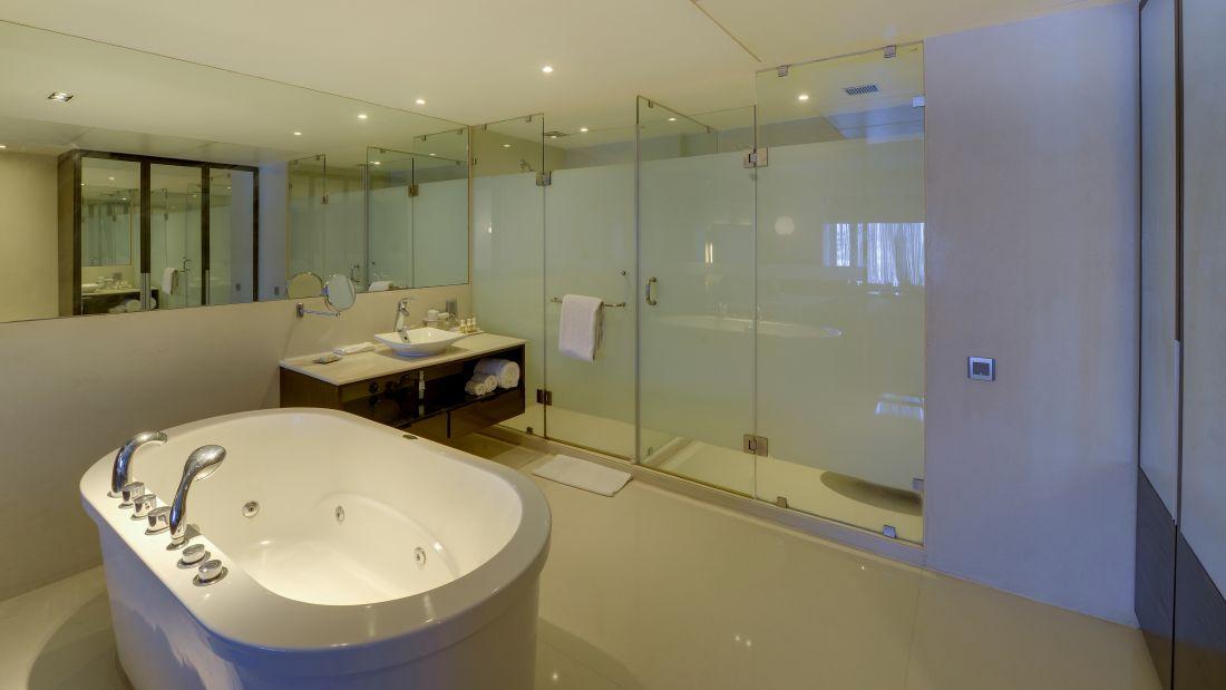 Suite - Bathroom Jacuzzi