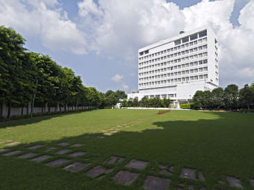 lawn Clarks Avadh, hotel near gomti river in Lucknow, Luknow Hotel