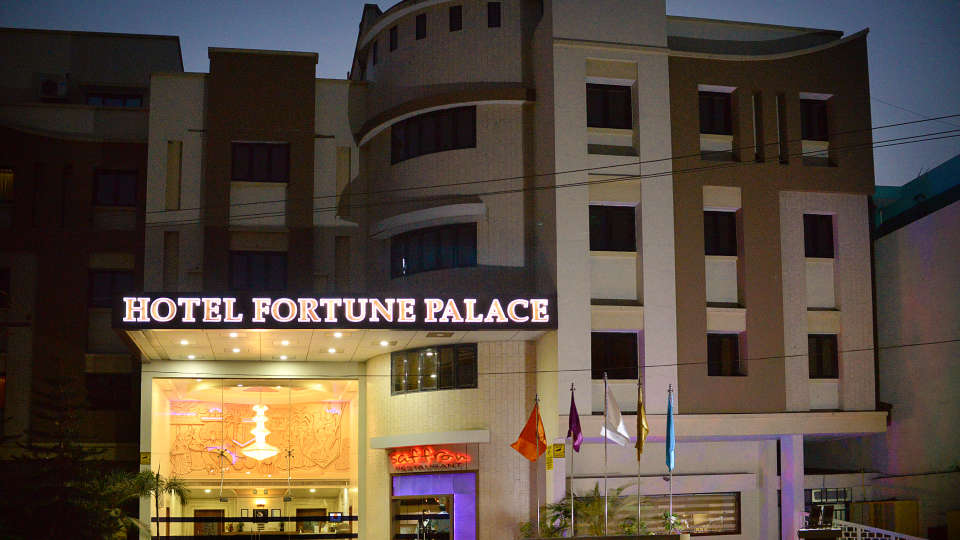 Facade of Hotel Fortune Palace