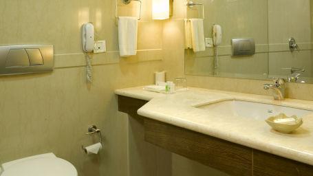 Washroom, luxury rooms in Kochi  3