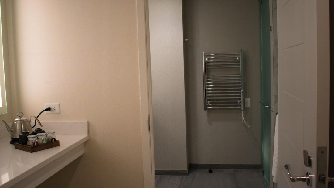 Catskills Accommodation, YO1 Health Resort, Lakeview Double King Room 6