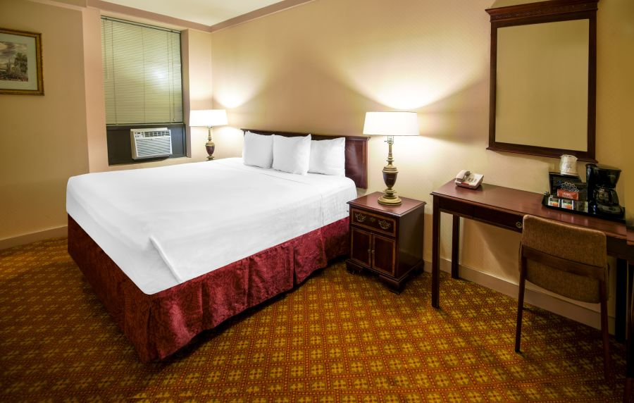 alt-text Enjoy a comfortable stay at the King size rooms at Night Hotels Broadway
