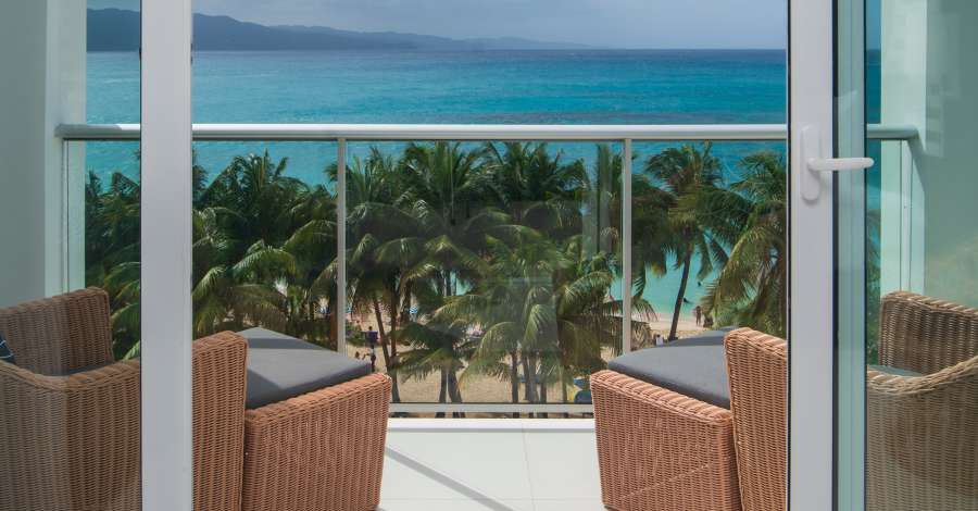 alt-text Sky Club Ocean View Spa Suite, S Hotel Jamaica, Accommodation in Montego Bay 2