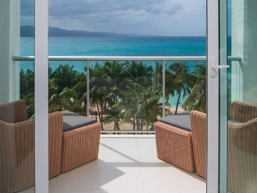 Sky Club Ocean View Spa Suite, S Hotel Jamaica, Accommodation in Montego Bay 2