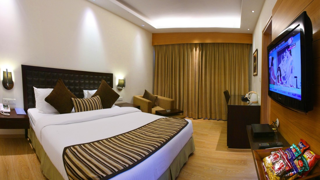 Deluxe Room - Hotel Saket 27 New Delhi - Best place in Delhi 2