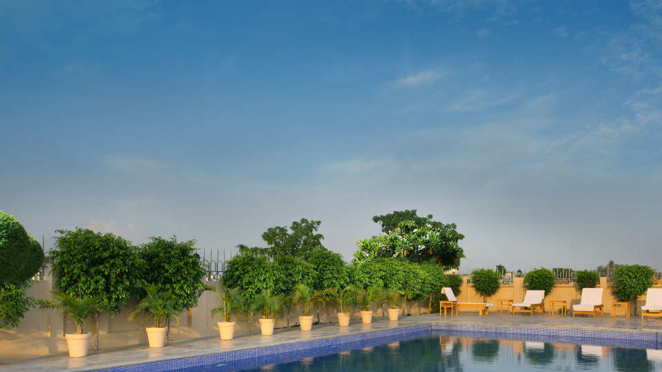 Swimming Pool at Hotel Seyfert Sarovar Portico Dehradun