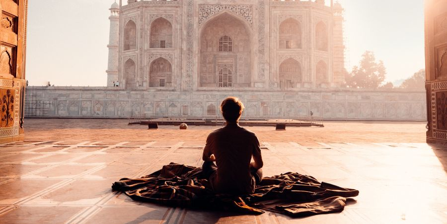 alt-text person-sitting-in-front-of-the-taj-mahal-2387871