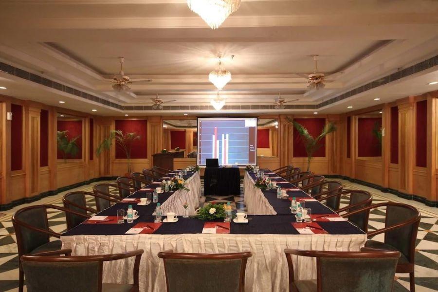 alt-text Banquet Hall | Renest Gandhidham | Gujarat