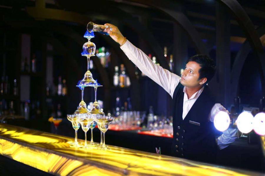 alt-text Shanghai Bar & Lounge, The Bristol Hotel Gurgaon, Evening In Gurgaon 3388