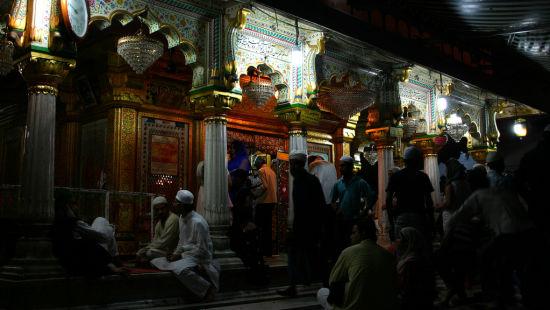 Le ROI Hotels & Resorts  Qawwali at Hazrat Nizammuddin Dargah Delhi