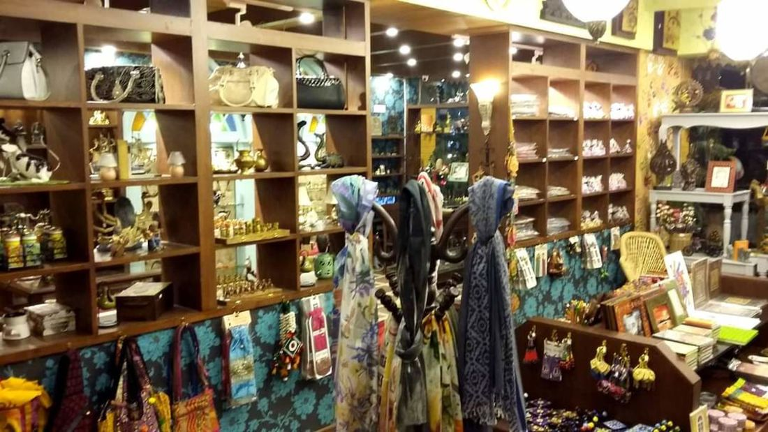 Mantra Art Shop at hotel mount view 13