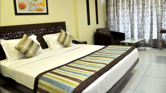 VITS Hotels  Double Classic Room at VITS Shalimar Hotel Ankleshwar - Business Hotel Near Ankleshwar Railway Station ew8mfo