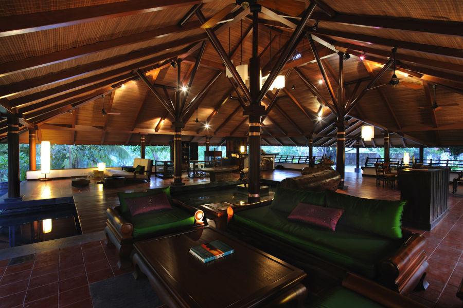 alt-text Reception at Niraamaya Surya Samudra Resorts in Kovalam 3