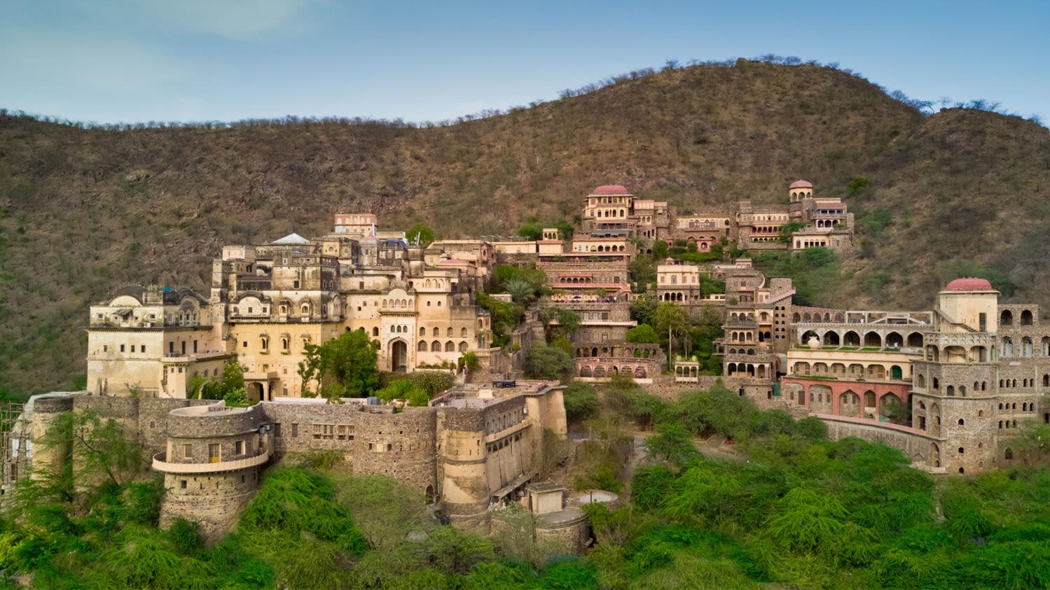 Neemrana Fort-Palace Neemrana Hotels Hotels in India epnnwy