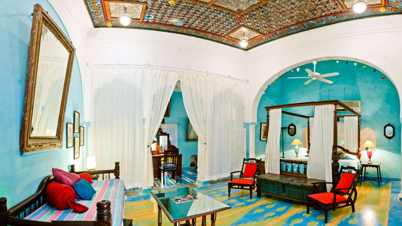 Neemrana Fort Palace|Heritage Resort near Jaipur|Stay near