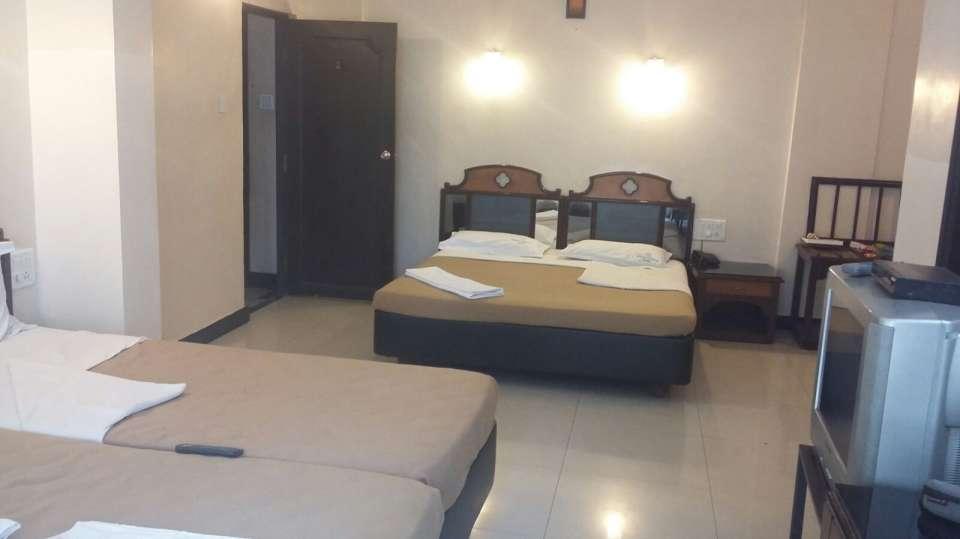 Hotel Suvarna Regency, Hassan Hassan rooms with four beds at hotel suvarna regency in Hassan city