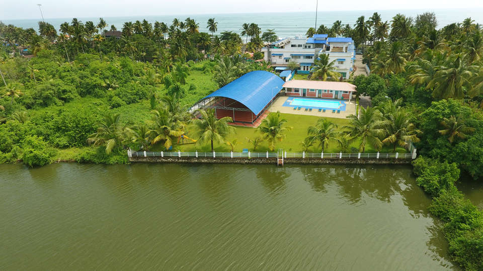 Renai Blue Waters Cherai Resort 13