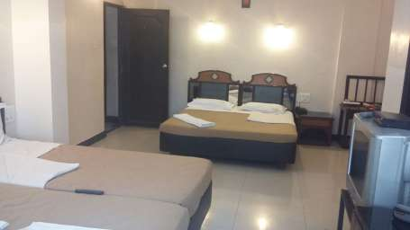 Hotel Suvarna Regency, Hassan Hassan rooms with four beds at hotel suvarna regency in Hassan city