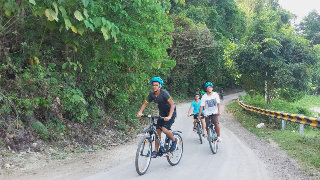 Trail biking sj6k4i