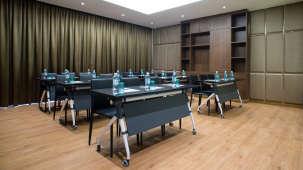 Board Room Hotel Panphuree Residence Airport Hotel in Phuket 2