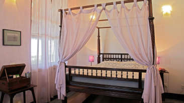 Prince Christian Room The Bungalow on the Beach, Tranquebar Hotel Rooms 1