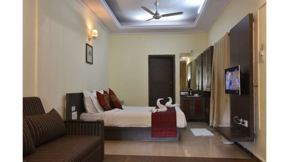 Grand Wood Cottage room Mahabaleshwar