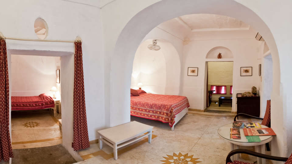 Hill Fort-Kesroli Alwar Raunak Mahal, Hotels in Alwar