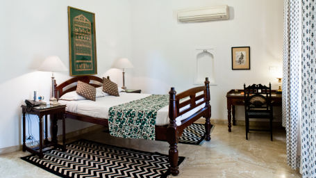 Deo Bagh - 17th Century, Gwalior Gwalior Samarjeet Mahal Deo Bagh Gwalior Madhya Pradesh